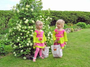 twin girls with shopping bags